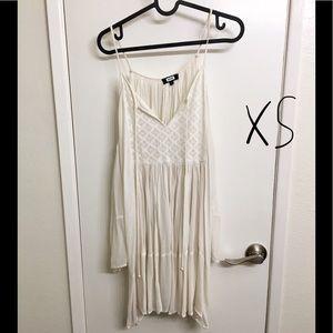 XS white cut out shoulder dress